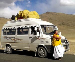 manali to leh taxi service, tempo traveller in manali for leh